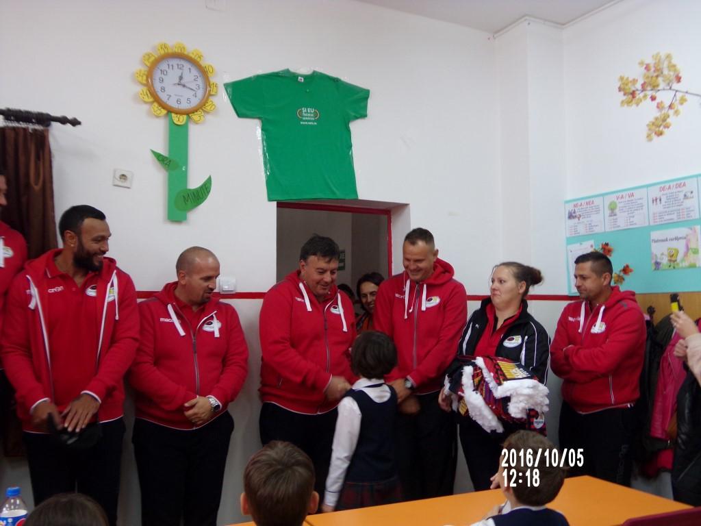 Timisorenii in vizita la o scoala generala