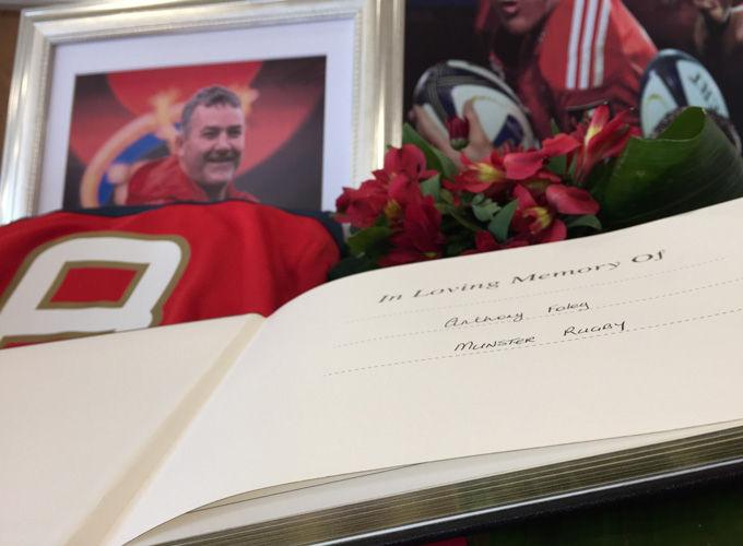 Carti de condoleante pentru Anthony Foley
